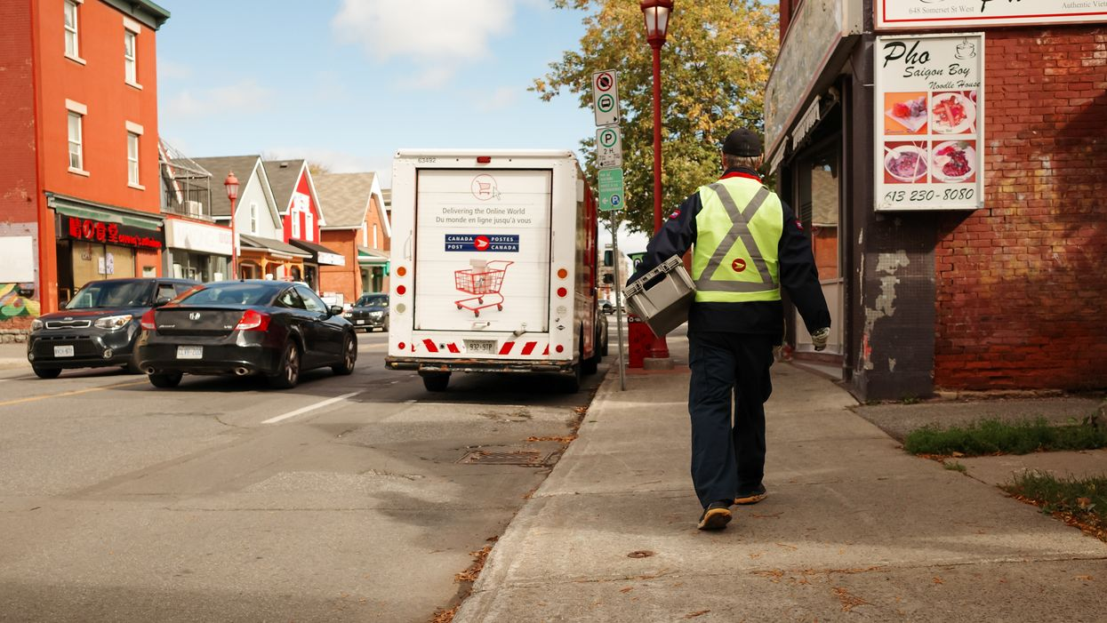 Canada Post Is Hiring 210 Montreal Letter Carriers & It Pays $21/Hour Without Experience