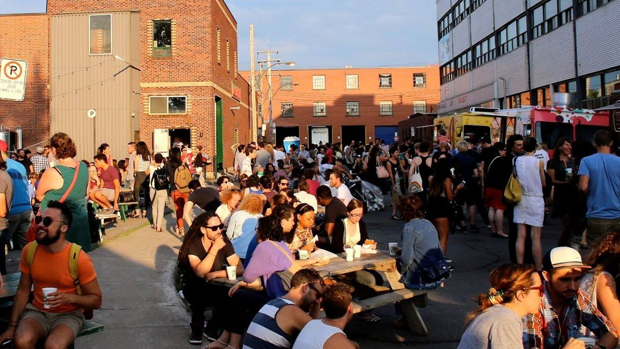 This Is The Last Week You Can Go To Montreal's Night Food Truck Market & Bar