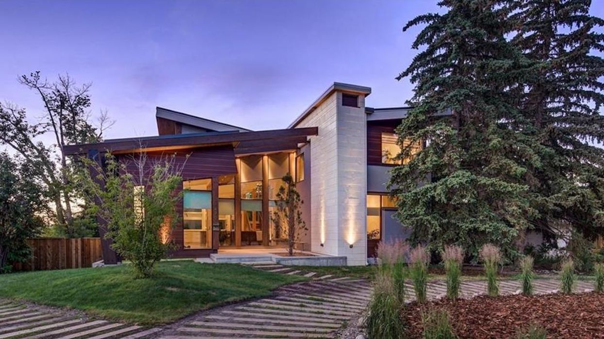 You Can Win This $3,000,000 Mansion In Canada For Only $35 And A Cute Photo Of Your Pet