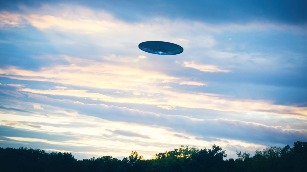 Video Showing Mysterious UFO Spotted In The Sky Over Montreal