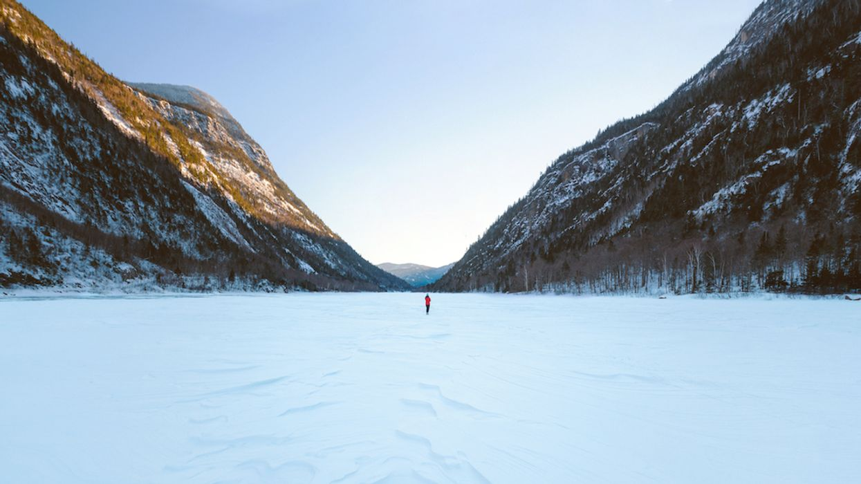 """You Can Now Walk Down A Frozen River In This Mesmerizing """"Ice Valley"""" In Quebec"""