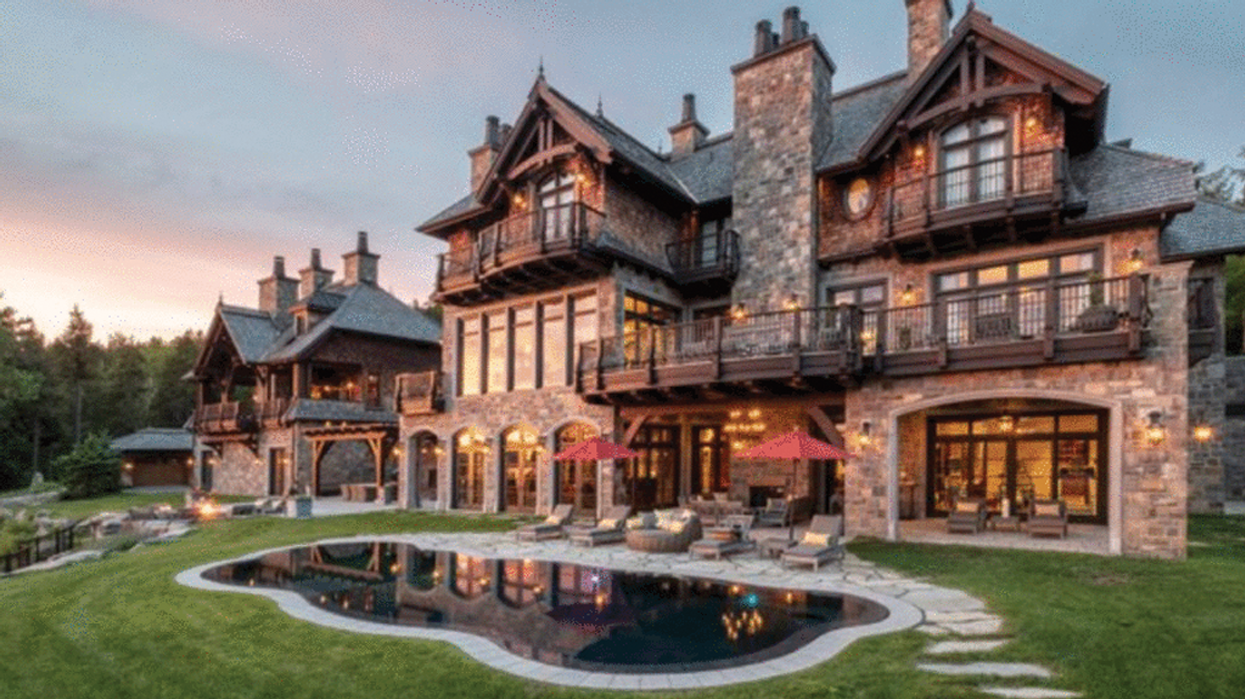 """This $22,000,000 Quebec """"Castle"""" Has Been On The Market For Months And Nobody Wants To Buy It (Photos)"""