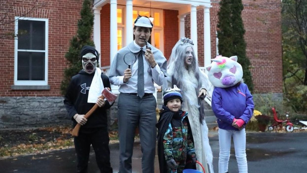 Hundreds Of Canadians React Hilariously To Picture Of Trudeau's Family Dressed Up For Halloween
