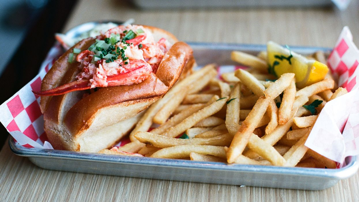 7 Insanely Good Lobster Roll Restaurants In Montreal That Will Make You Feel Like You're In Maine