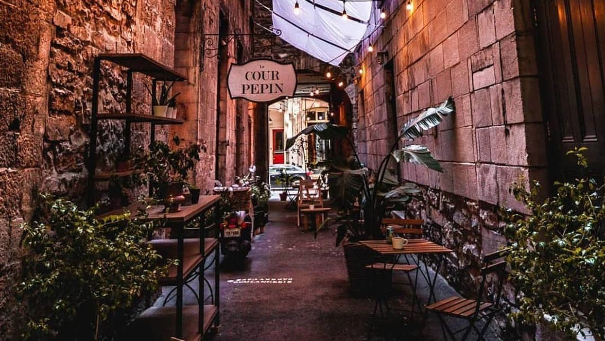 There's A Hidden Alley In Montreal's Old Port That Will Instantly Transport You To Europe