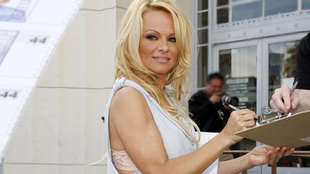It's Official, Pamela Anderson Is Coming To Montreal