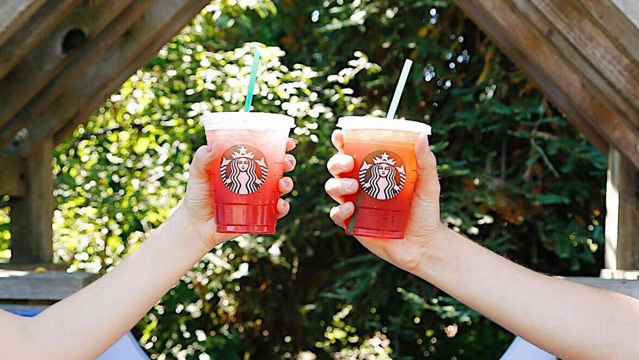 """Starbucks Is Having A 50% Off """"Refresher Happy Hour"""" Across Canada"""