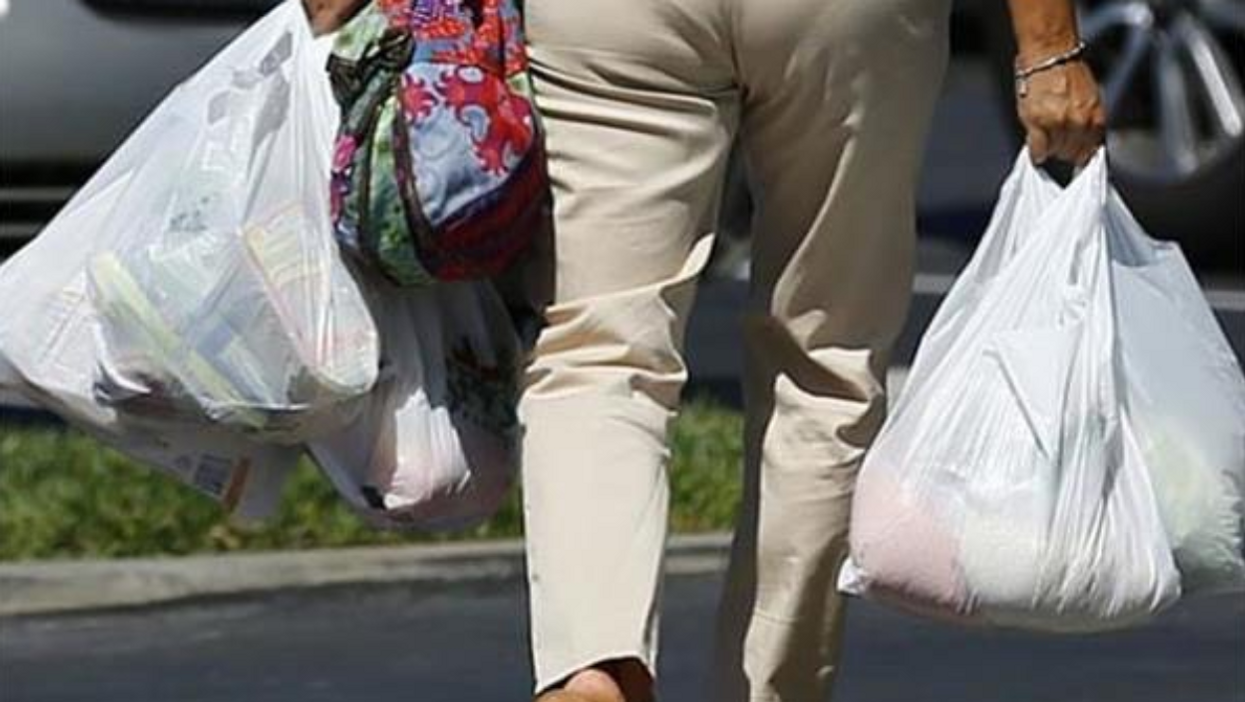 """It's Official, Montreal's """"Plastic Bag Ban"""" Will Begin In 2018"""