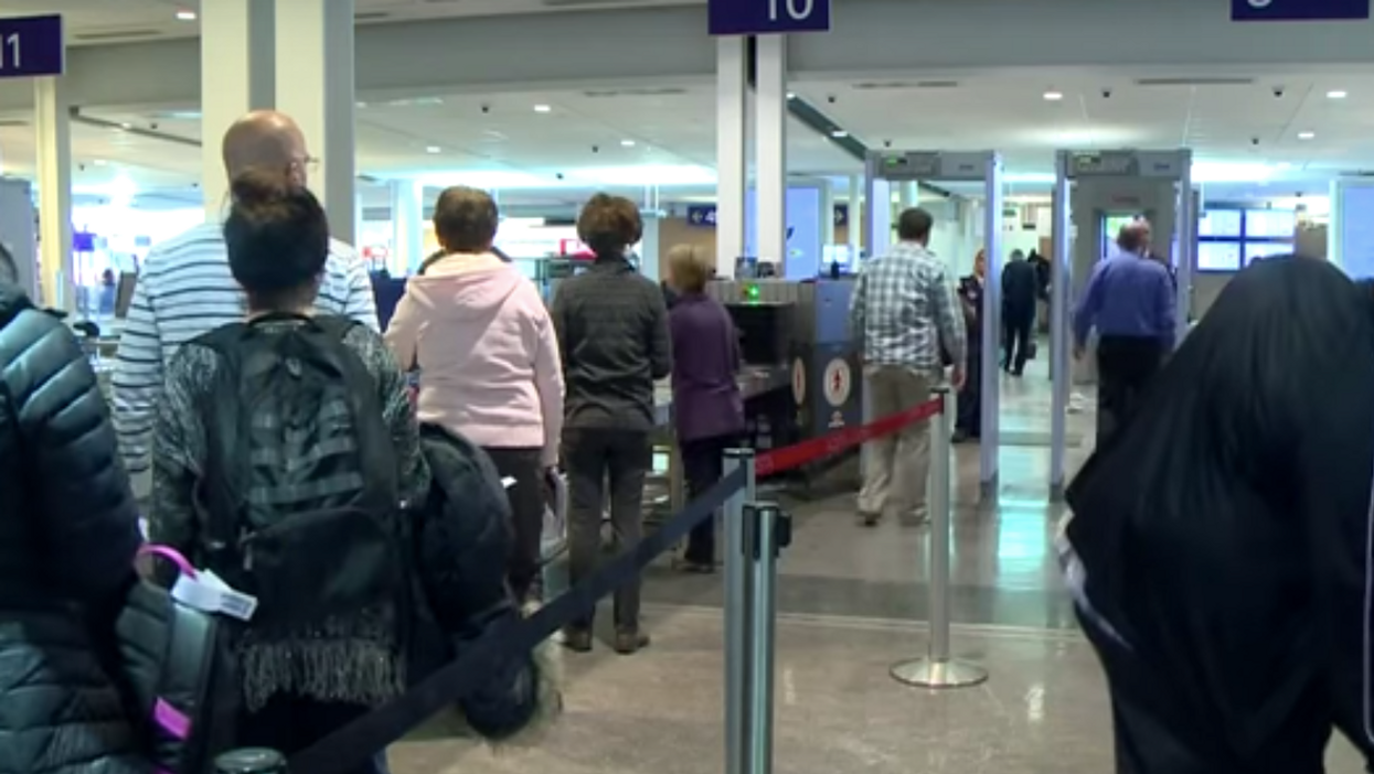 Here's What You Should And Should Not Carry On A Plane This Holiday Season