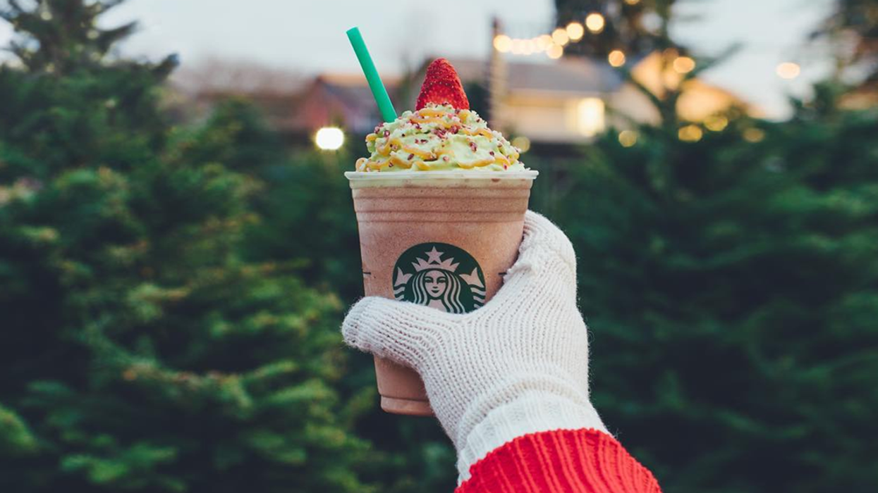"""You Can Now Get The Starbucks """"Christmas Tree Frappucchino"""" In Canada"""