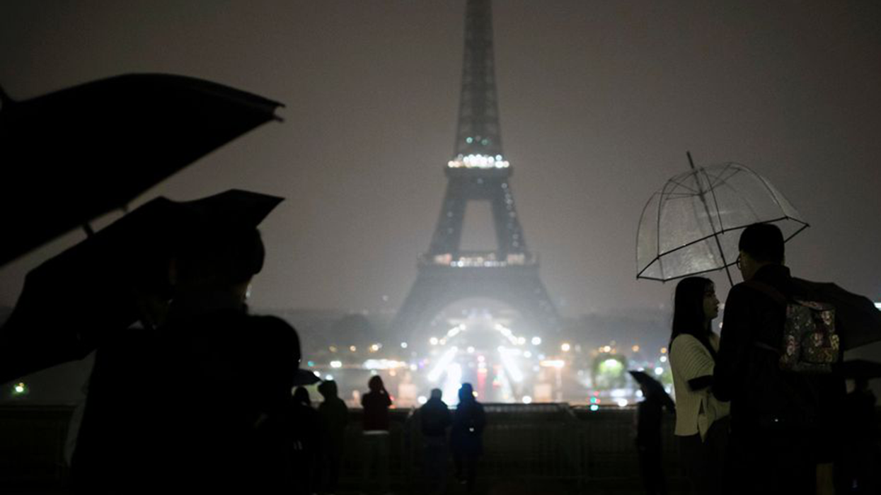 Paris Honours The Victims Of The Las Vegas Attack By Turning Off Eiffel Tower Lights