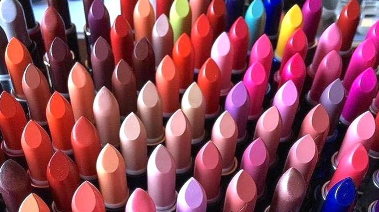 """Downtown Montreal Opens First-Ever """"Customized Lipstick"""" Store"""
