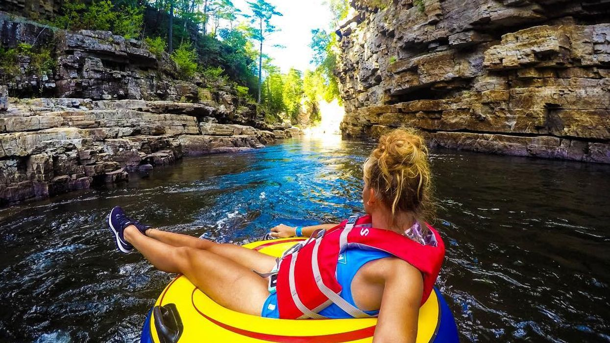 """15 """"End Of Summer"""" Road Trips You Should Take That Are 1, 2, & 3 Hours Away From Montreal"""