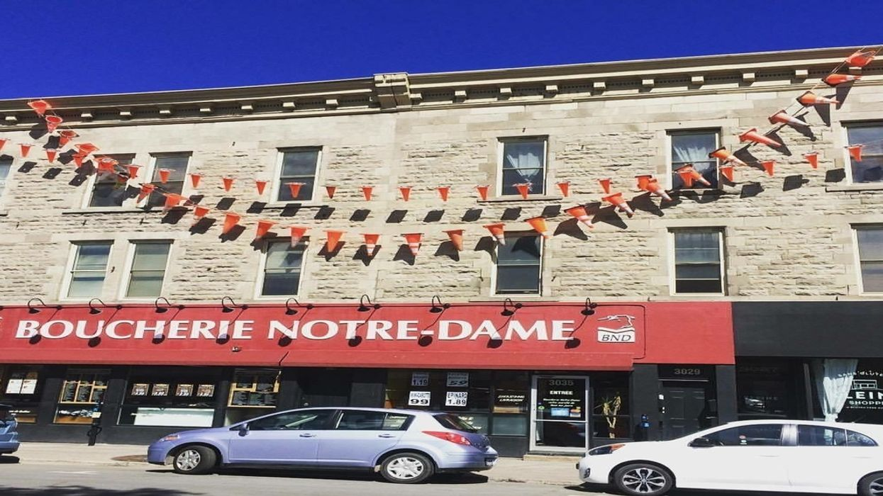 """This Montreal Restaurant Redecorated To Fit The City's """"Construction"""" Theme"""