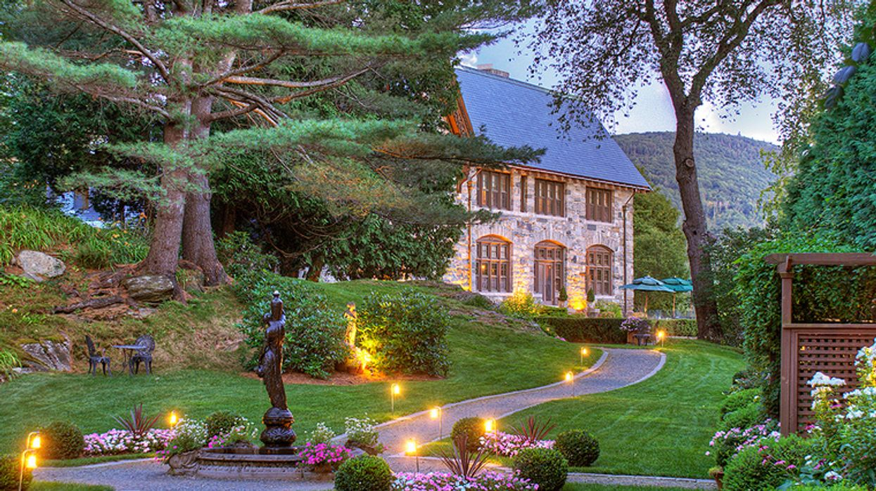 """The Insane """"Castle Resort"""" Near Montreal That Looks And Feels Like You're In Italy"""