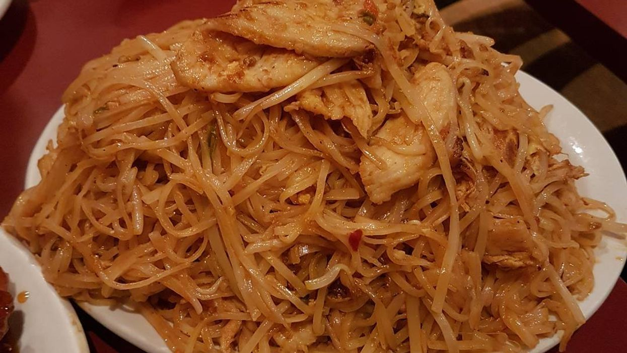 """You Can Get A 5 Lb Plate Of """"Pad Thai"""" At This Montreal Restaurant"""