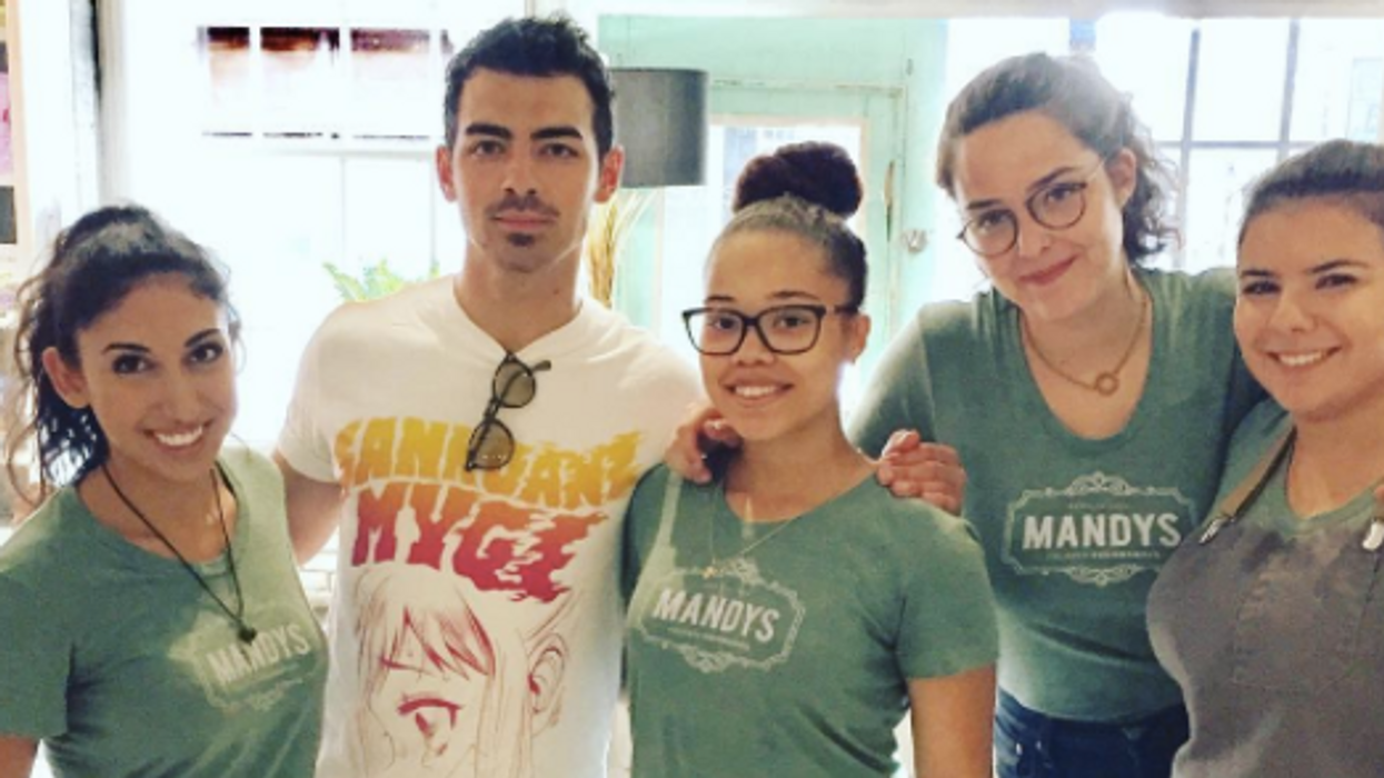 Joe Jonas Spotted With His Girlfriend In Montreal