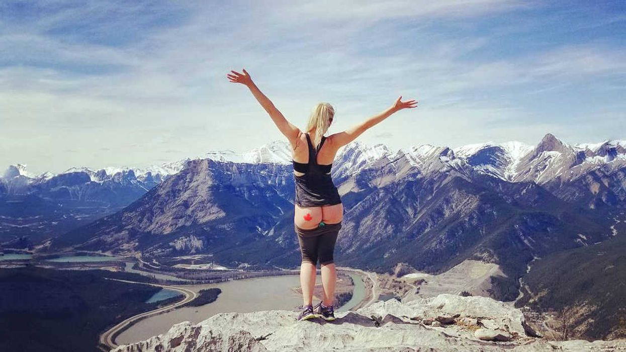 Canadians Proudly Showing Off Their Butts Near Incredible Landscapes (20 Photos)