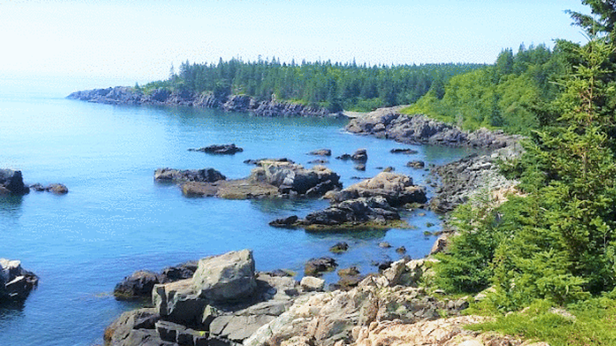 """There's A """"Coastal Beach"""" Near Montreal That'll Make You Feel Like You're In Another Country"""