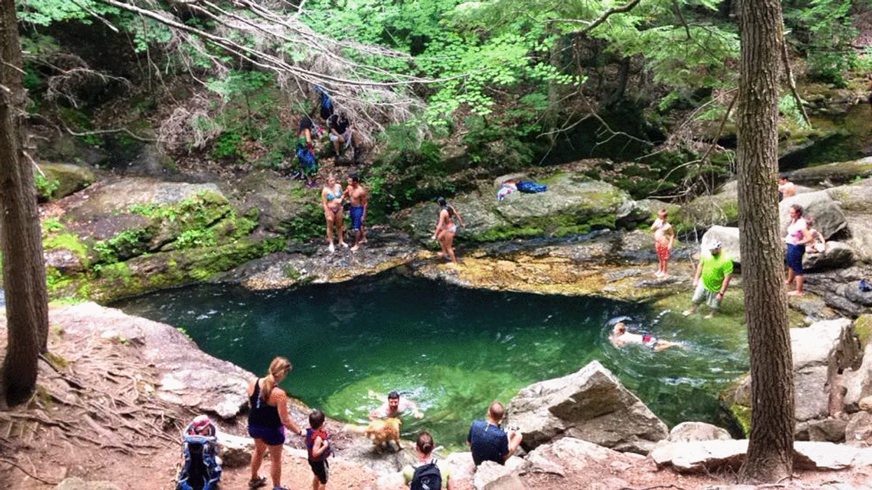 """The Natural """"Sapphire Pool"""" Near Montreal You've Gotta Swim In This Summer (20 Photos)"""