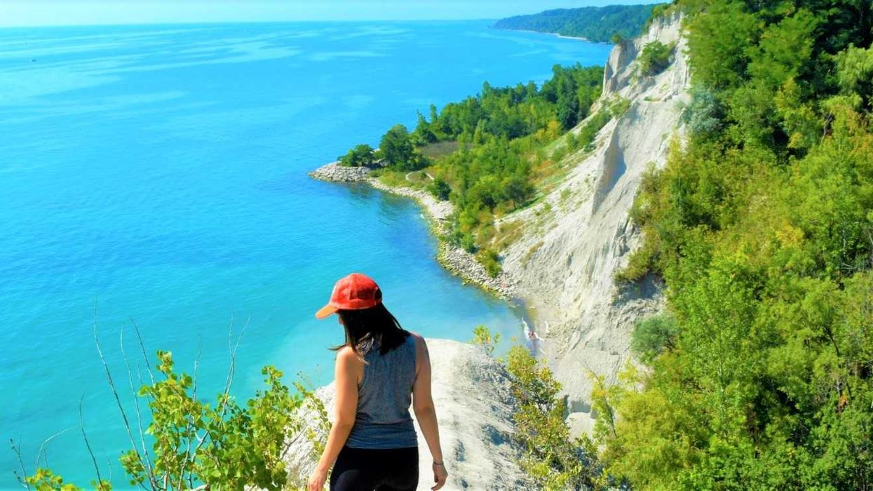 20 Road Trips To Waterfalls, Grottos, Cliffs, & Beaches Close To Montreal