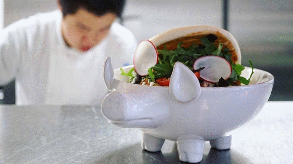 """This New Downtown Montreal Restaurant Serves Food In Cute Little """"Pig Bowls"""""""