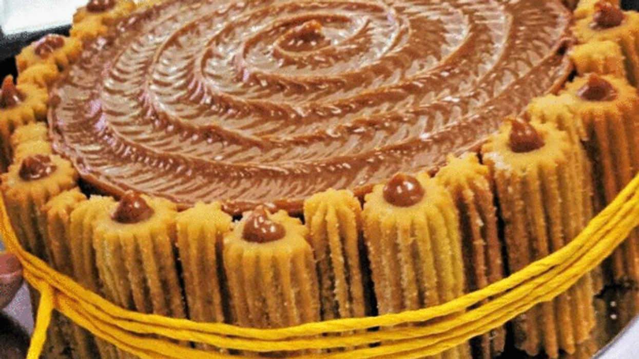 """This Montreal Cafe Has """"Churro Nutella Cakes"""""""