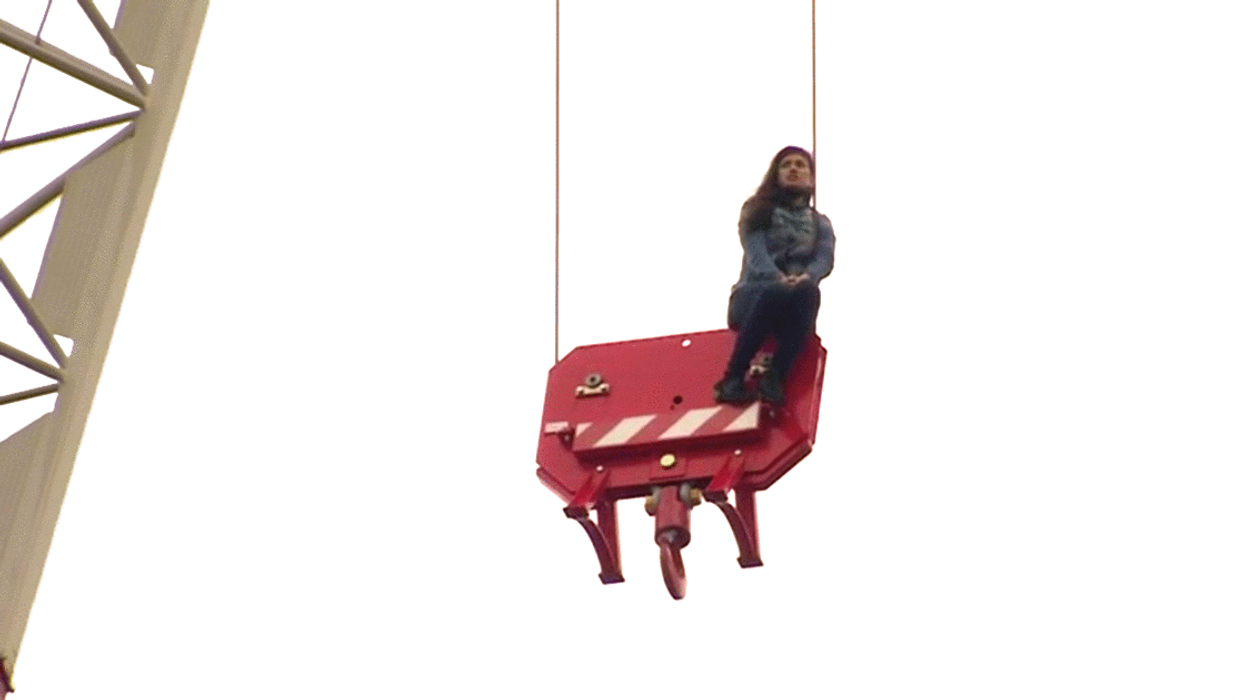 Everyone's Talking About The Girl In Toronto Who Climbed A Crane, Here's What Actually Happened