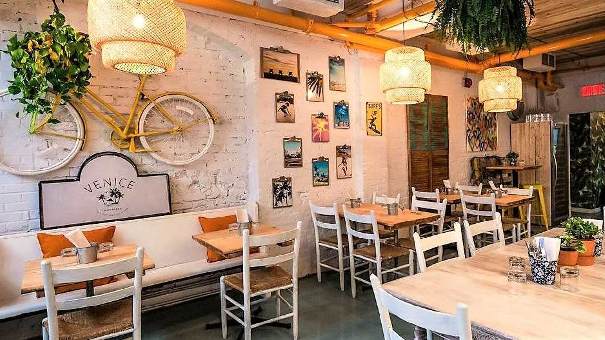 """20 Perfect """"Anniversary Restaurants"""" In Montreal You Need To Take Your Love To"""
