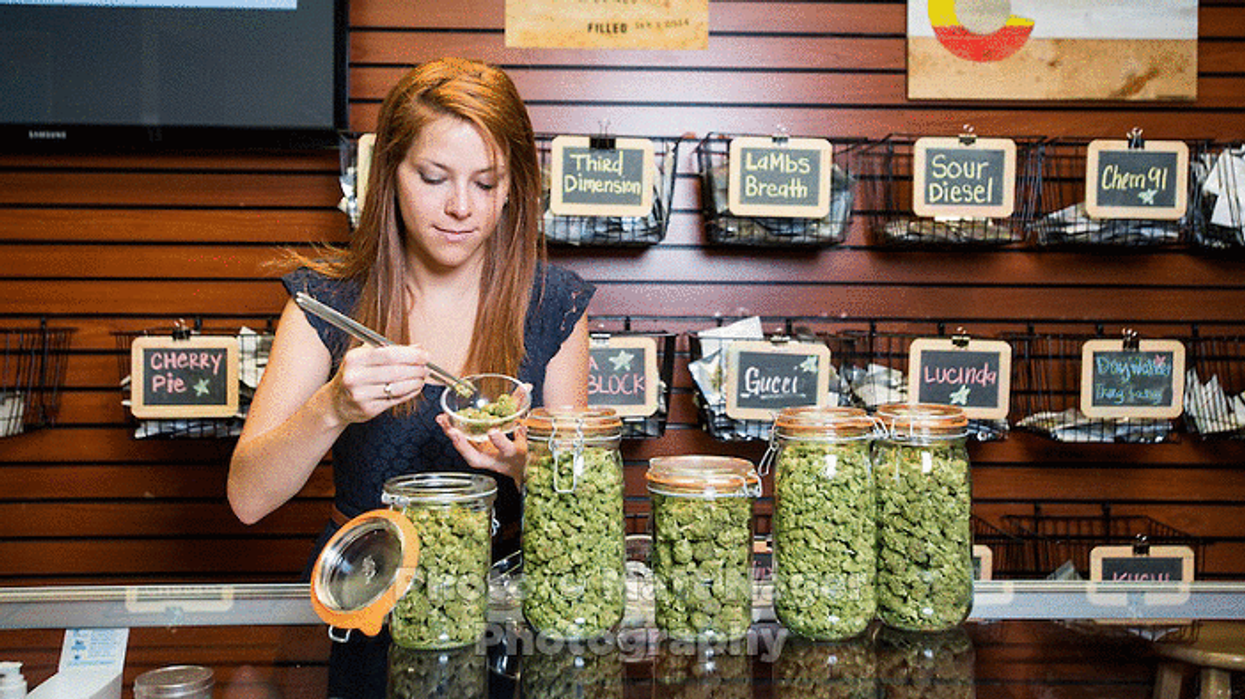 """Everything You Need To Know About Buying Marijuana """"Legally"""" In Montreal"""