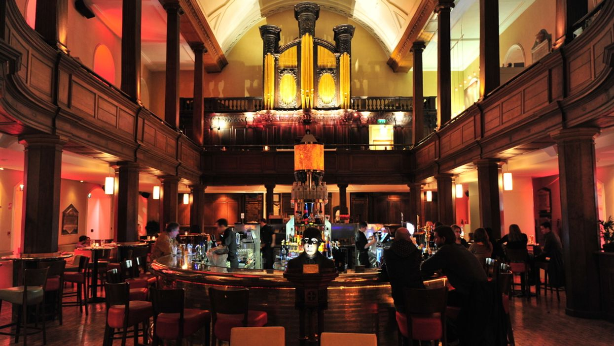 10 Kick-Ass Bars You Would Go To With Your Friends If They Were In Montreal