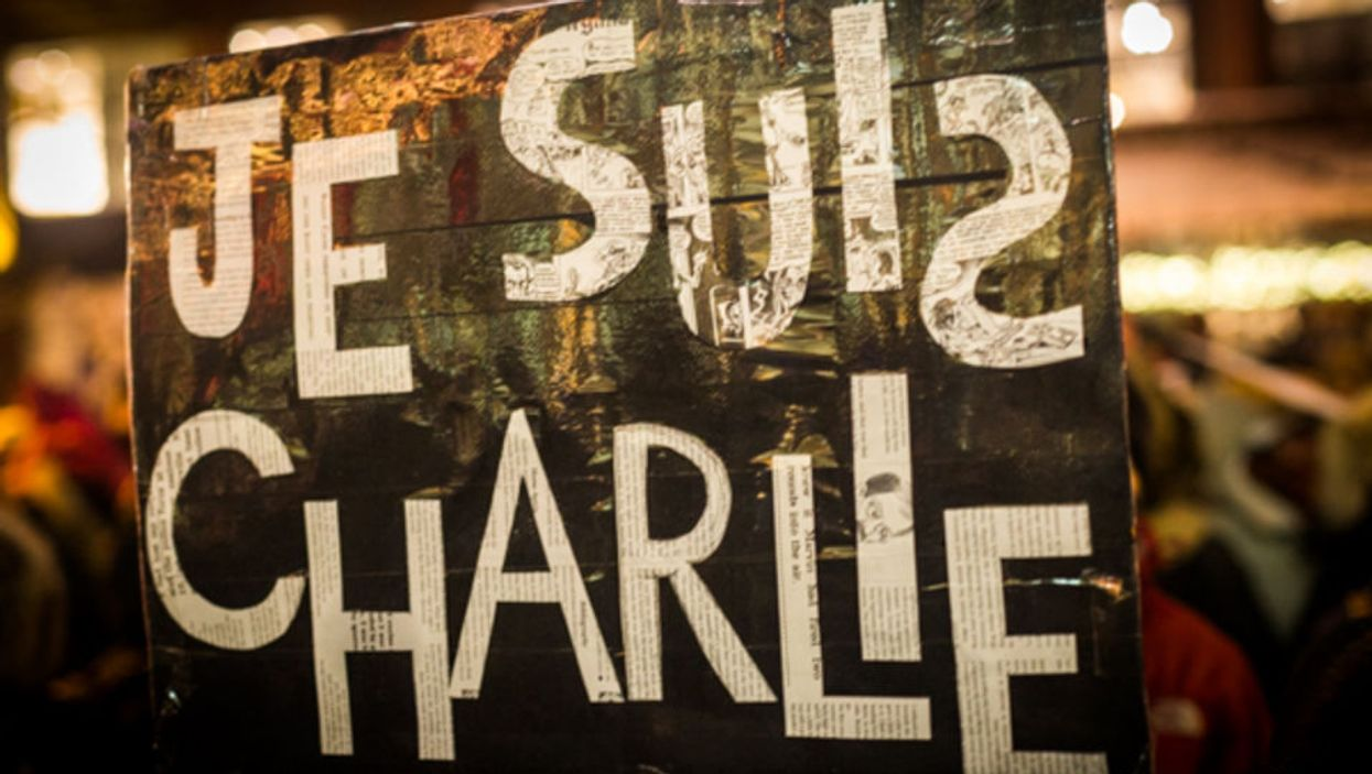 """12 Powerful Photos From Last Night's """"Je Suis Charlie"""" Rally In Downtown Montreal"""