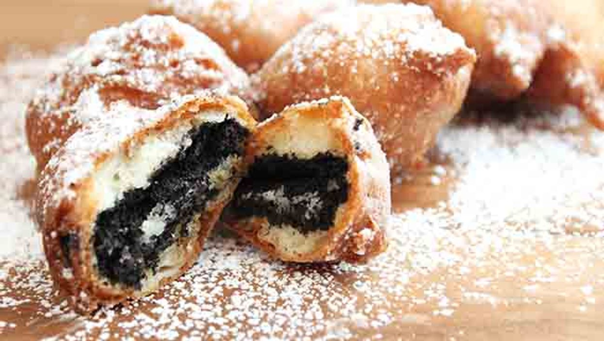 """Montreal's """"Dasfoodtruck"""" Now Sells """"Deep Fried Oreos"""" For Your Mouths"""