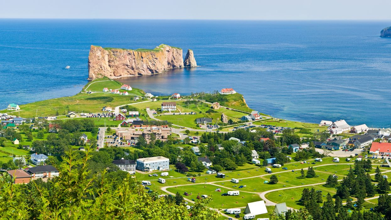 A Gaspésie Hotel Is Hiring 30 Summer Workers & It Provides Accommodations In Paradise