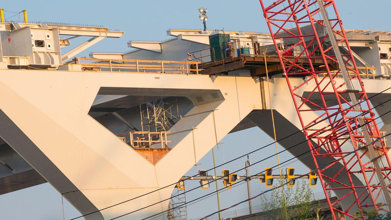 Woman Has Fallen Below Champlain Bridge This Morning In Montreal