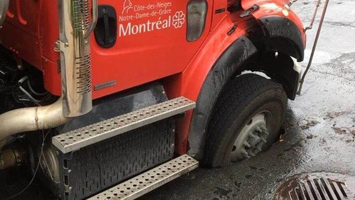 """Crazy """"Impossible"""" Accident City Of Montreal Truck Gets Stuck In Massive Pot Hole (Photo)"""