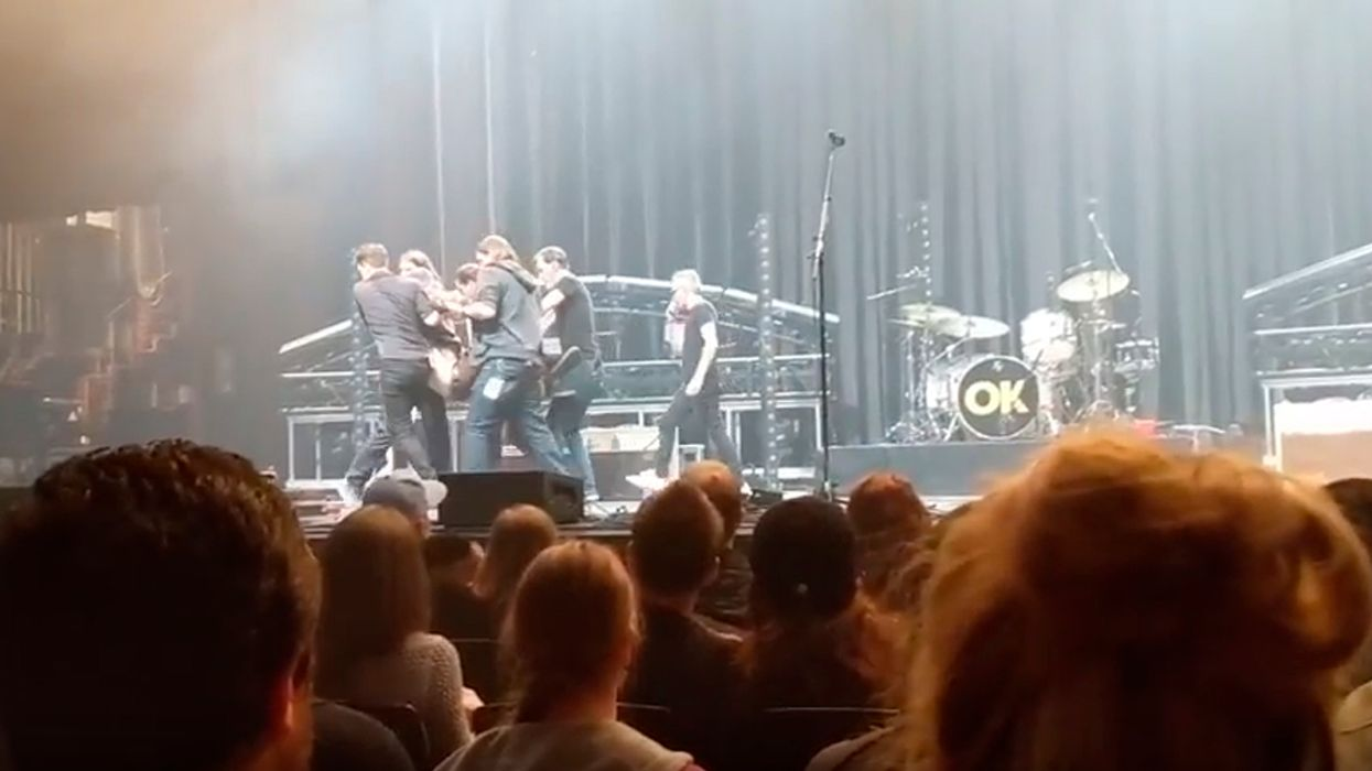 Matthew Good Collapses On Stage During Concert In Edmonton (Video)