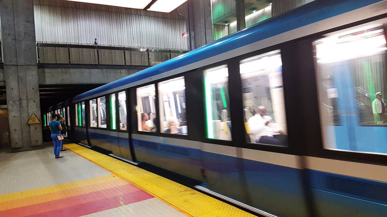 Here's Why The STM's New AZUR Metro Train Doors Keep Jamming Up