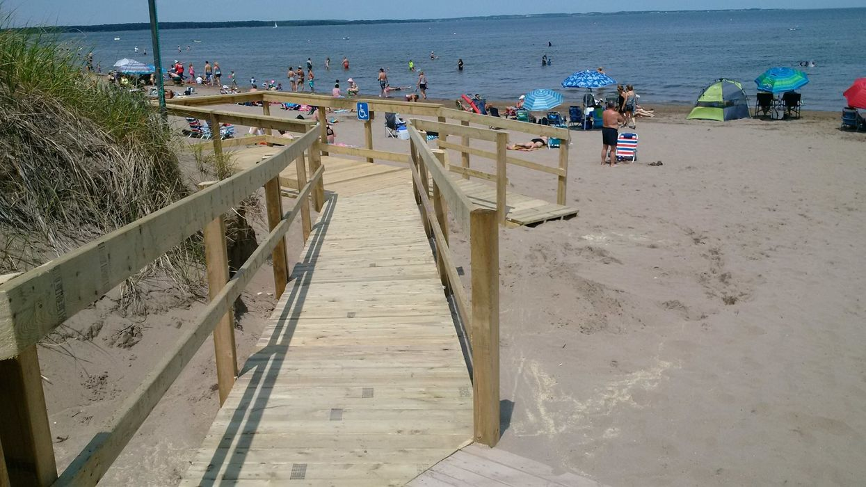 """12 Stunning Beaches Near Montreal You Need To Road Trip To This Summer For A """"Beach Day"""""""