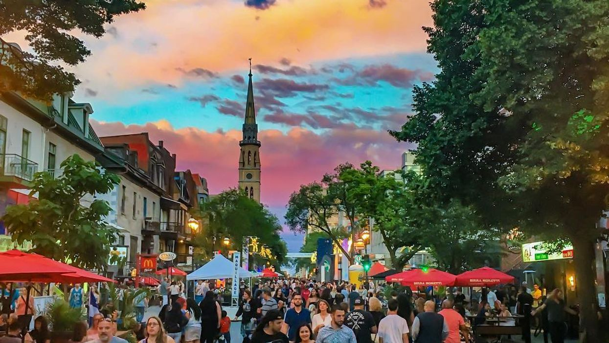 """20 """"Super Touristy"""" Montreal Things You Gotta Do When You Visit The City During The Summer"""