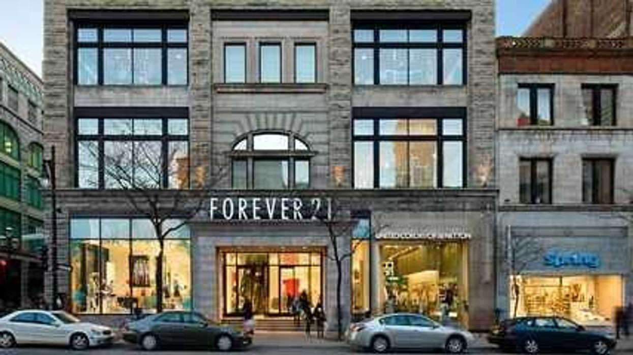 Downtown Montreal Forever 21 Is Having A 50% Off On Clothes Spring Sale