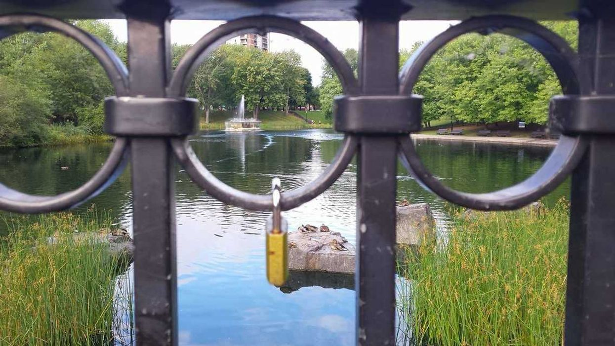 """Montreal's La Fontaine Park Now Has A """"Love Lock"""" Fence You Gotta See"""
