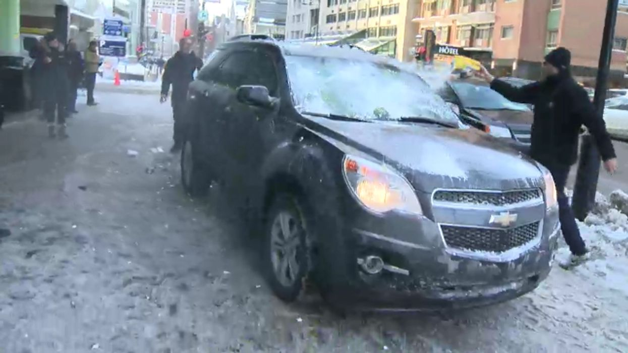 [VIDEO] Montreal Taxi Drivers Assaulting Uber Driver