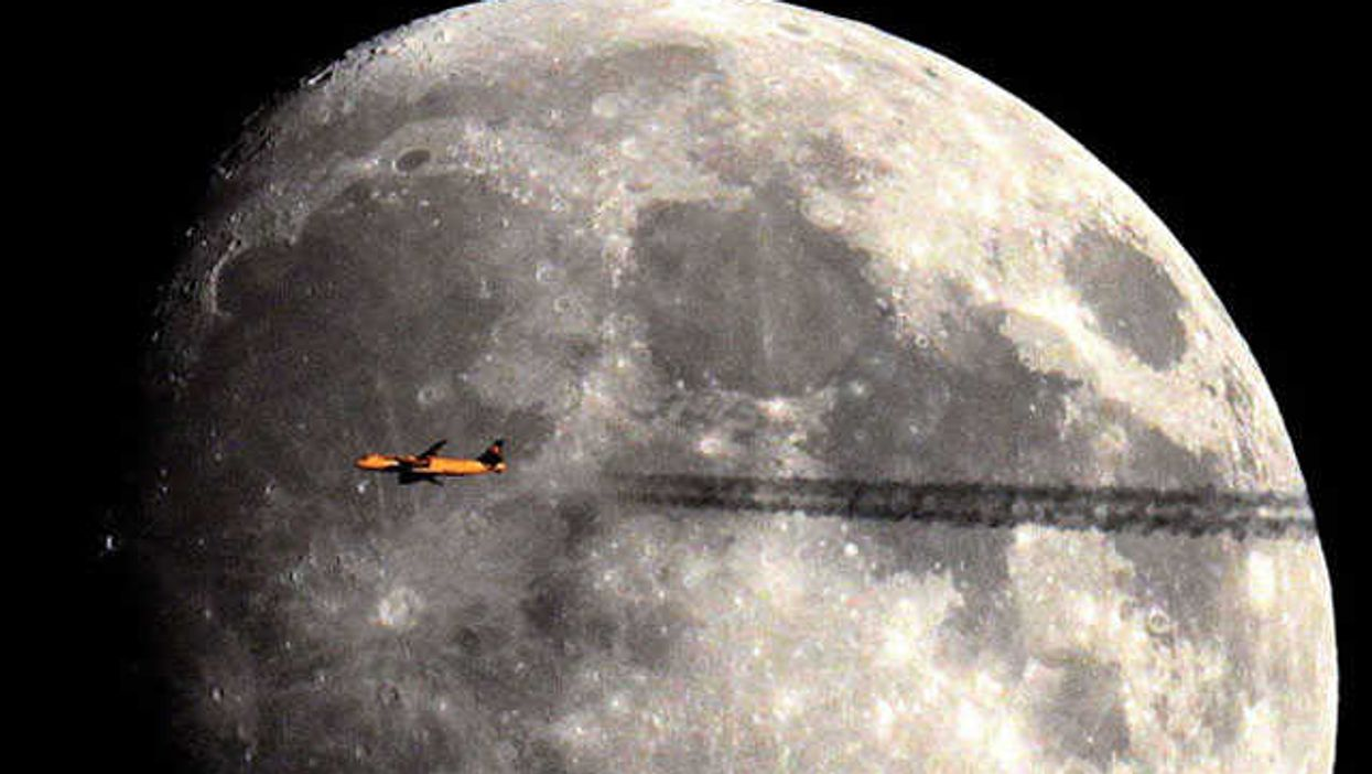 """Epic Pictures Of Planes In """"Space"""""""