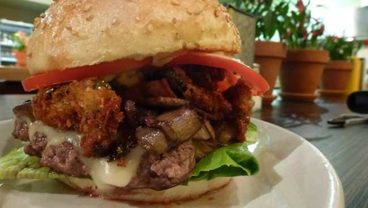 """The Burger Royal 'Faux Boss Burger"""" & The Decca 77 Burger Are Meaty Masterpieces"""