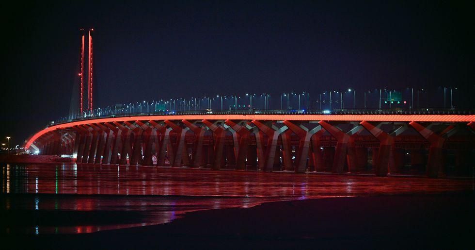 Montreal's Champlain Bridge Is Lighting Up Orange To Honour Indigenous People Tonight