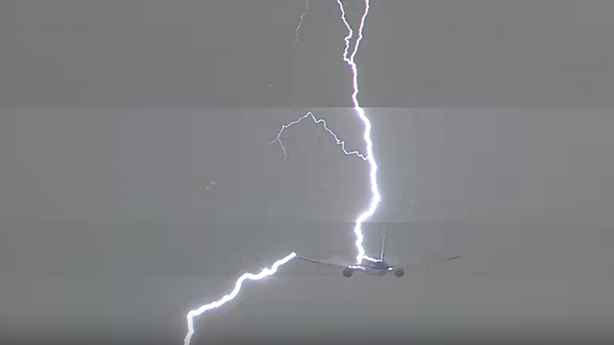 Video Showing What Happens When A Plane Gets Struck By Lightning