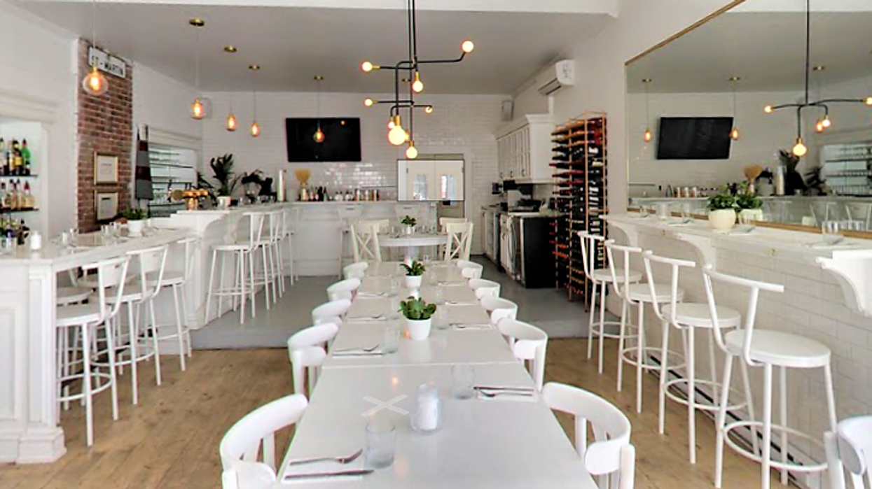 """20 Adorable Bucket List Restaurants Every Couple Should Go To For A """"Date Night"""" In Montreal"""
