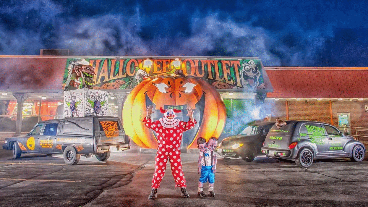 Montreal's Huge Halloween Mega Store You Need To Check Out For The Perfect Costume This Year
