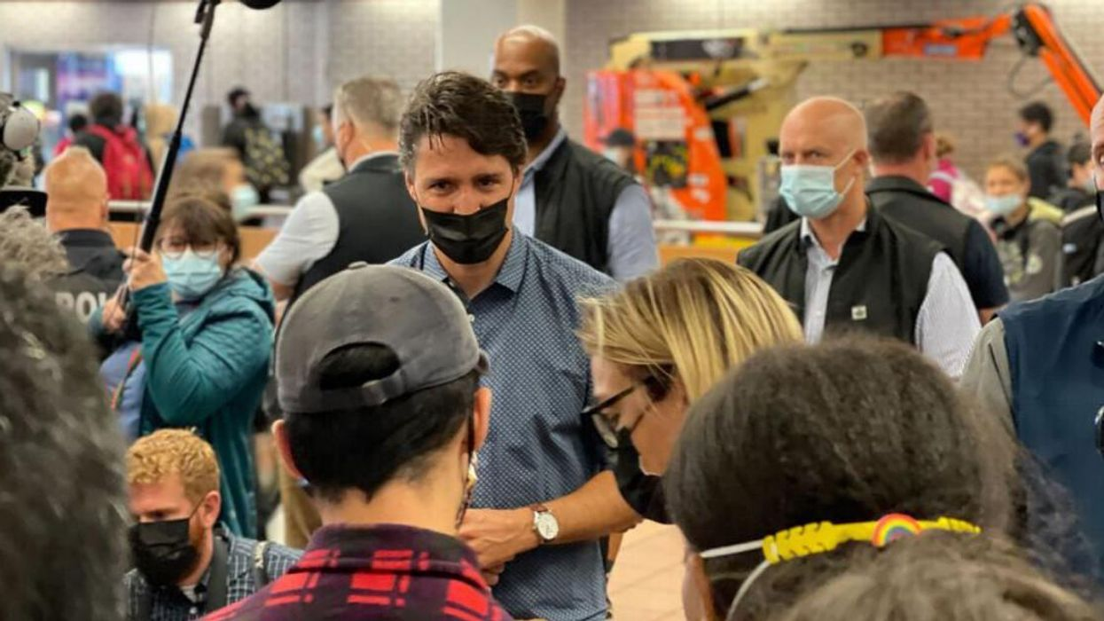 Justin Trudeau Was Spotted Thanking Supporters At A Montreal Metro Station (PHOTO)